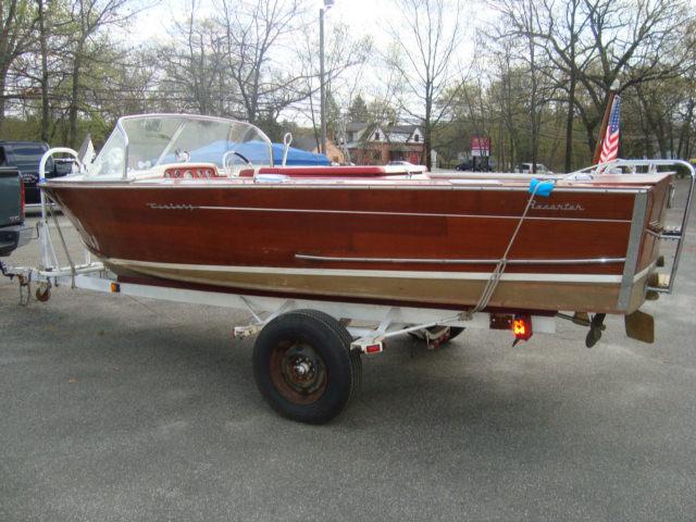 Century Resorter, Hull # R564187, 8 Cyl 285 hp. Ford Interceptor,